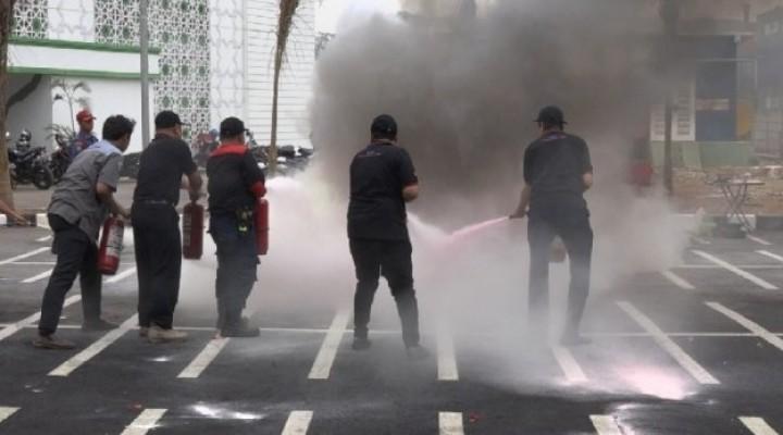 Sudin Gulkarmat Jakarta Utara Gelar Latihan Penangan Kebakaran di KBN