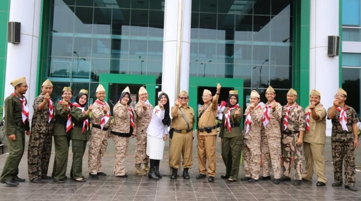 Petugas Upacara di KBN Menyerupai Pejuang Kemerdekaan